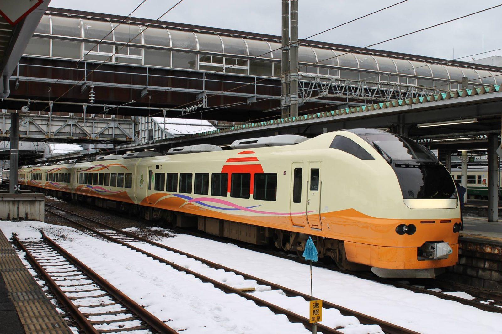 Intercity transfer between Niigata and Akita, Limited Express Inaho