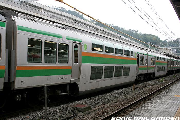 Train to Shonan, Odawara and Atami with no surcharge from Tokyo. Rapid train on Tokaido line