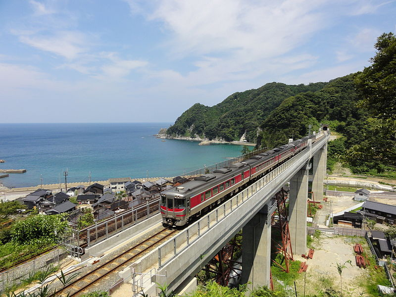 Access to Tottori from Osaka, Kobe and Himeji with no extra charge by JR Pass. Limited Express Hamakaze