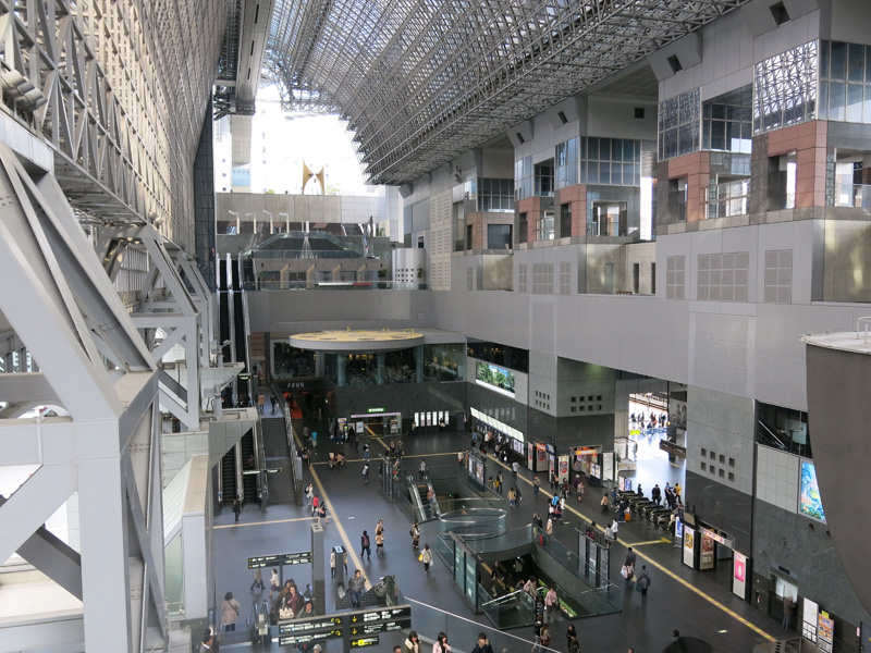 Kyoto station guide. How to transfer among Shinkansen, Kintetsu, Subway and JR local trains.